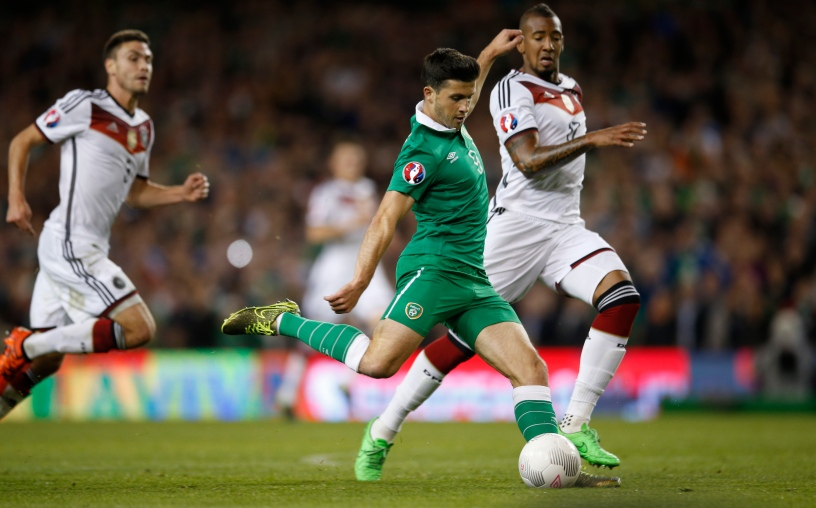 Football - Republic of Ireland v Germany - UEFA Euro 2016 Qualifying Group D - Aviva Stadium, Dublin, Republic of Ireland - 8/10/15 Shane Long scores the first goal for Republic of Ireland Action Images via Reuters / Andrew Couldridge Livepic EDITORIAL USE ONLY.